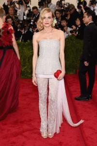 Diane Kruger, siempre una de las más elegantes, con un dos piezas con pantalón de la firma Chanel colección Haute Couture Spring 2011.