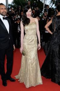 Sarah Barzyk Audrey con un vestido dorado del diseñador Christophe Guillarmé.