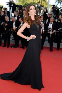 Eugenia Silva con un vestido negro de la firma Christian Dior.