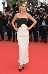 Doutzen Kroes con un vestido negro y blanco de la firma Christian Dior.