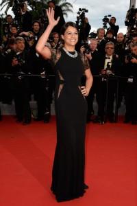 Michelle Rodriguez con un vestido negro con encaje del diseñador libanés Elie Saab.