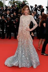 Nieves Álvarez con un vestido en tres tonos con manga larga y espalda descubierta de Elie Saab colección Haute Couture Fall 2014.
