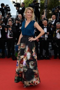 Alice Taglioni con una falda estampada del diseñador Elie Saab colección pret-a-porter.