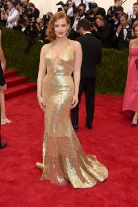 Jessica Chastain, otra de las más elegantes siempre, con un vestido dorado con gran escote, inspiración del Shangai años 30-40, de la firma Givenchy Couture.