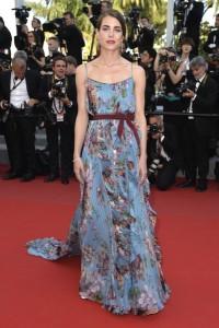 Carlota Casiraghi con un vestido azul claro con estampado floral de la firma Gucci.