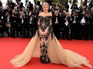 Hofit Golan con un vestido de tul en negro y nude de Jean Fares Couture.