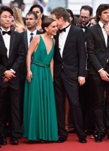 Natalie Portman con un vestido verde de Lanvin de la colección Fall 2015.