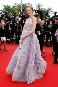 Daria Strokous con un vestido de corte princesa con falda de tul de la diseñadora Luisa Beccaria.