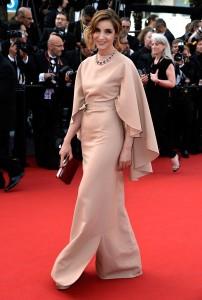 Clotilde Courau con un vestido color nude de la firma Valentino Haute Couture colección Fall 2014.