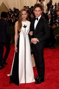 Hannah Bangshawe con un vestido blanco y negro de Valentino de su colección haute couture Fall 2014.