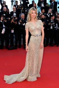 Melanie Laurent con un vestido dorado con tranparencias del diseñador Zuhair Murad Haute Couture Spring 2015.