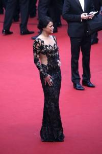 """Michelle Rodriguez en el estreno de """"Mad Max: Fury Road"""" con un vestido negro con trasparencias del diseñador Zuhair Murad pret-a-porter Spring 2015."""