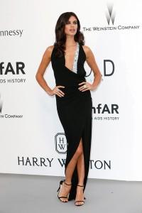 Sara Sampaio con un vestido negro de Alexandre Vauthier Couture Spring 2015.