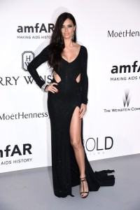 Adriana Lima con un vestido negro de Alexandre Vauthier Couture Spring 2015.