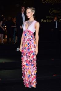 Poppy Delevigne con un vestido de flores de Chanel Haute Couture Spring 2013.