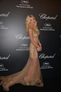 Victoria Silvstedt con un vestido nude y dorado del diseñador Christophe Guillarmé.