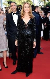 Marisa Berenson con un vestido negro de paillettes de la firma Dior.
