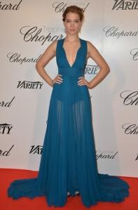 Lea Seydoux con un vestido azul del diseñador Elie Saab.