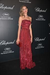 Ana Beatriz Barros con un vestido rojo del diseñador Elie Saab colección Haute Couture Fall 2013.