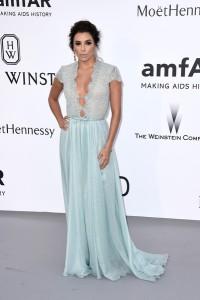 Eva Longoria con un vestido verde azulado con cuerpo de encaje de Georges Hobeika Haute Coture Spring 2015.