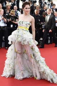 """Araya A. Hargate, en el estreno de la película """"Youth"""", con un vestido blanco de estampado floral de Giambattista Valli Fall 2014."""