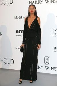 Jourdan Dunn con un vestido negro de la firma Givenchy Couture Spring 2015.