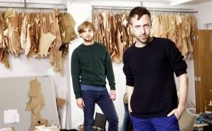 Christopher de Vos (izquierda) y Peter Pilotto (derecha) en su estudio londinense.