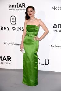 Marion Cotillard con un vestido verde de Jean-Paul Gaultier Spring 2015.