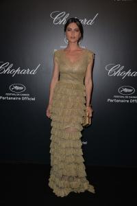 Catrinel Marlon con un vestido dorado de la diseñadora Luisa Beccaria.