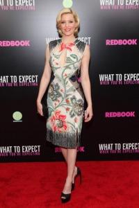 """Elizabeth Banks en el estreno de """"What to expect when you're expecting"""" con un vestido de paillettes con estampados florales y transparencias de la colección Fall 2012."""