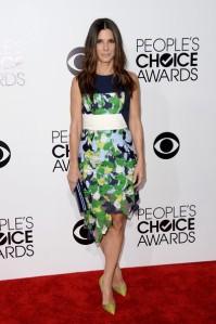 Sandra Bullock en los People's Choice con un vestido de corte asimétrico de la colección Resort 2014.