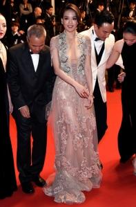 Shu Qi con un vestido de gasa de la firma Reem Acra.