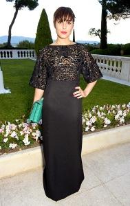 Noomi Rapace con un vestido negro de Vionnet.