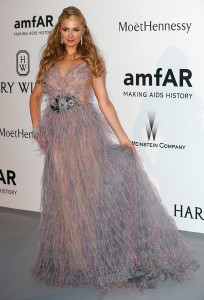 Paris Hilton con un vestido de la diseñadora rusa Yanina Couture.