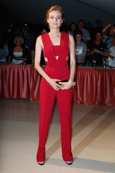 Diane Kruger con un jumpsuit rojo de Cushnie Et Ochs Pre-Fall 2015.