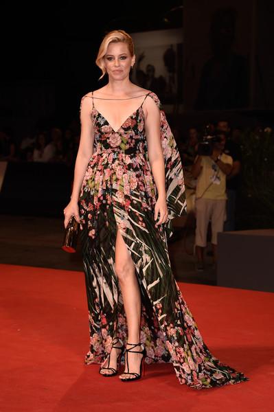 Elizabeth Banks con un vestido de tirantes estampado de Elie Saab colección Resort 2016.