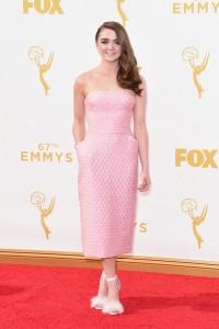 """Maisie Williams de """"Game Of Thrones"""" con un vestido rosa de Ermanno Scervino."""