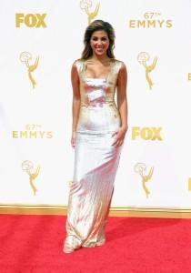 Liz Hernandez con un vestido dorado de Edition by Georges Chakra.