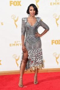 "Kerry Washington nominada por ""Scandal"" con un vestido plateado de Marc Jacobs Spring 2016."