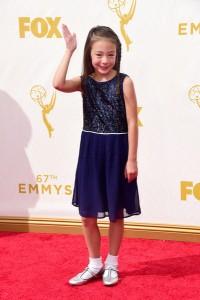 """Aubrey Anderson-Emmons de """"Modern Family"""" con un vestido corto y apropiado para su edad de Mini Boden."""