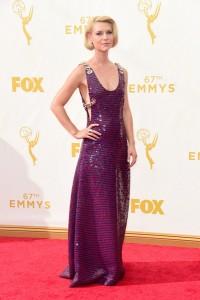 """Clarie Danes, nominada por """"Homeland"""", con un vestido de paillettes púrpura de la firma Prada."""